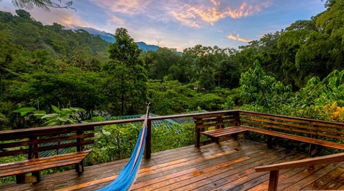 Kostarika Balkon menghadap hutan dan gunung (sumber. brightside.me)